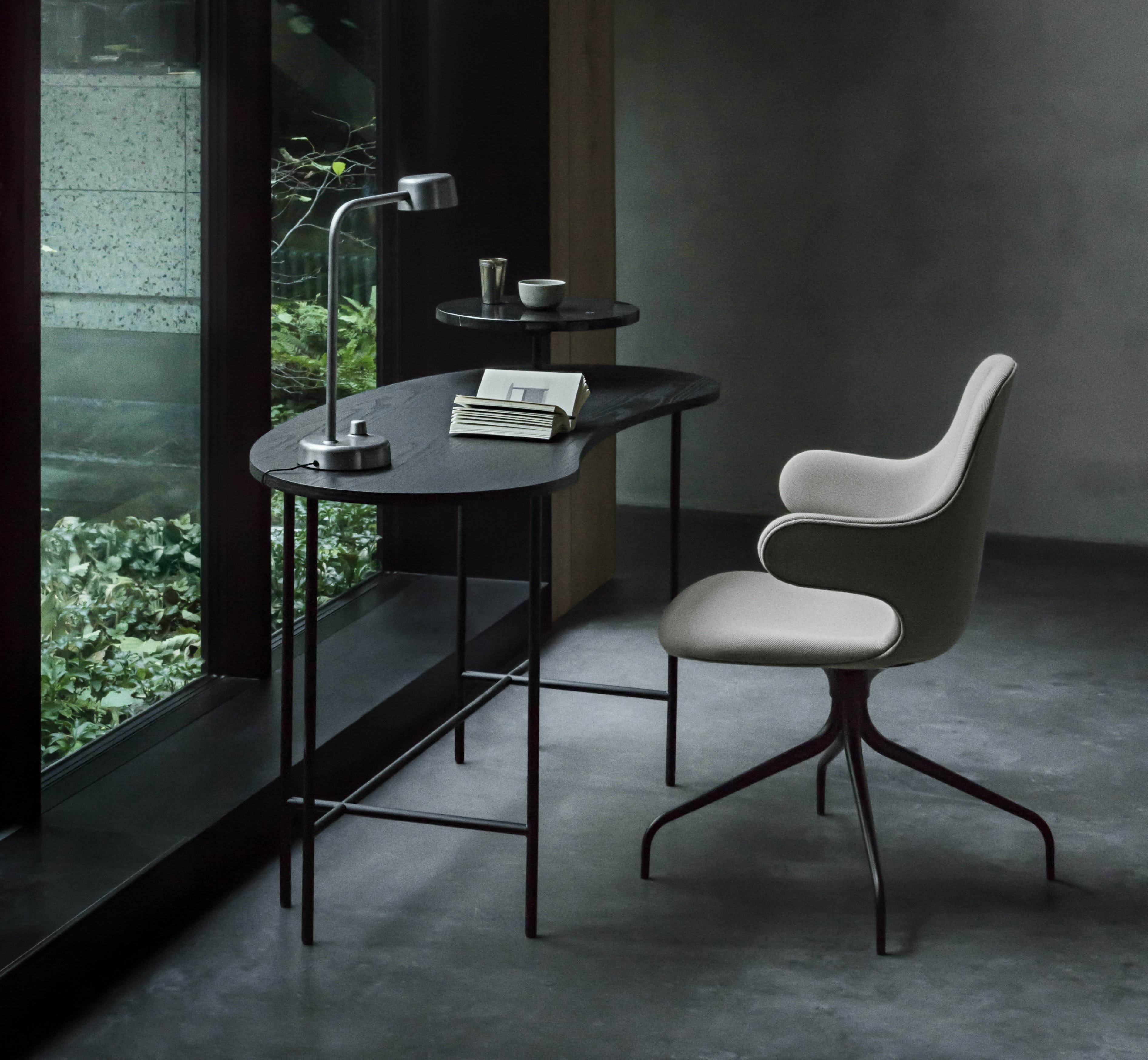 Palette Desk and Catch Chair by &tradition
