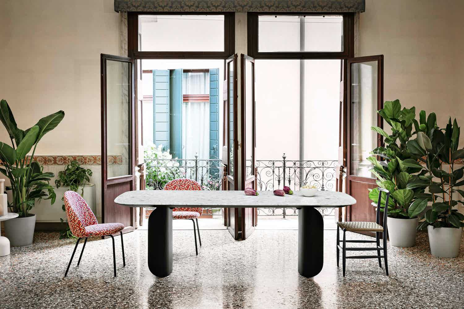 The Barry Table, designed by Alain Gilles for Miniforms, is distinctly graphic, sporting intriguing volumes - a mixture of solidity and lightness. The legs form a prominent feature and curl distinctly around themselves, revealing the table's dynamic personality.