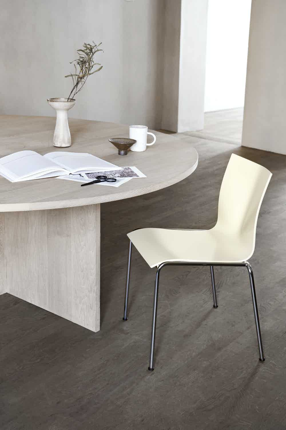 CHAIRIK 101 chair lacquer ivory
