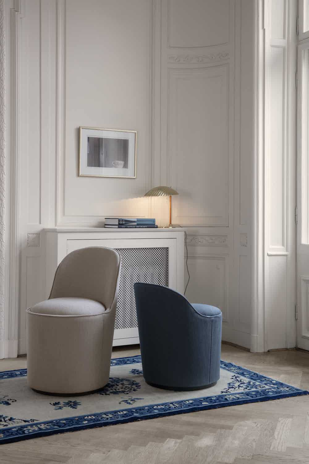 Tail Lounge Chair 5321 Table Lamp On