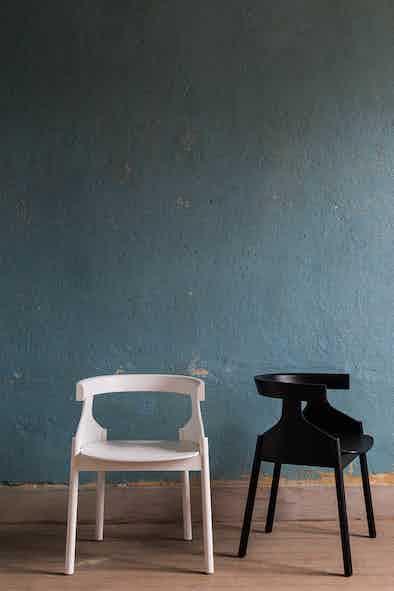 Articles-furniture-howdoyoudo-chair-insitu-duo-haute-living