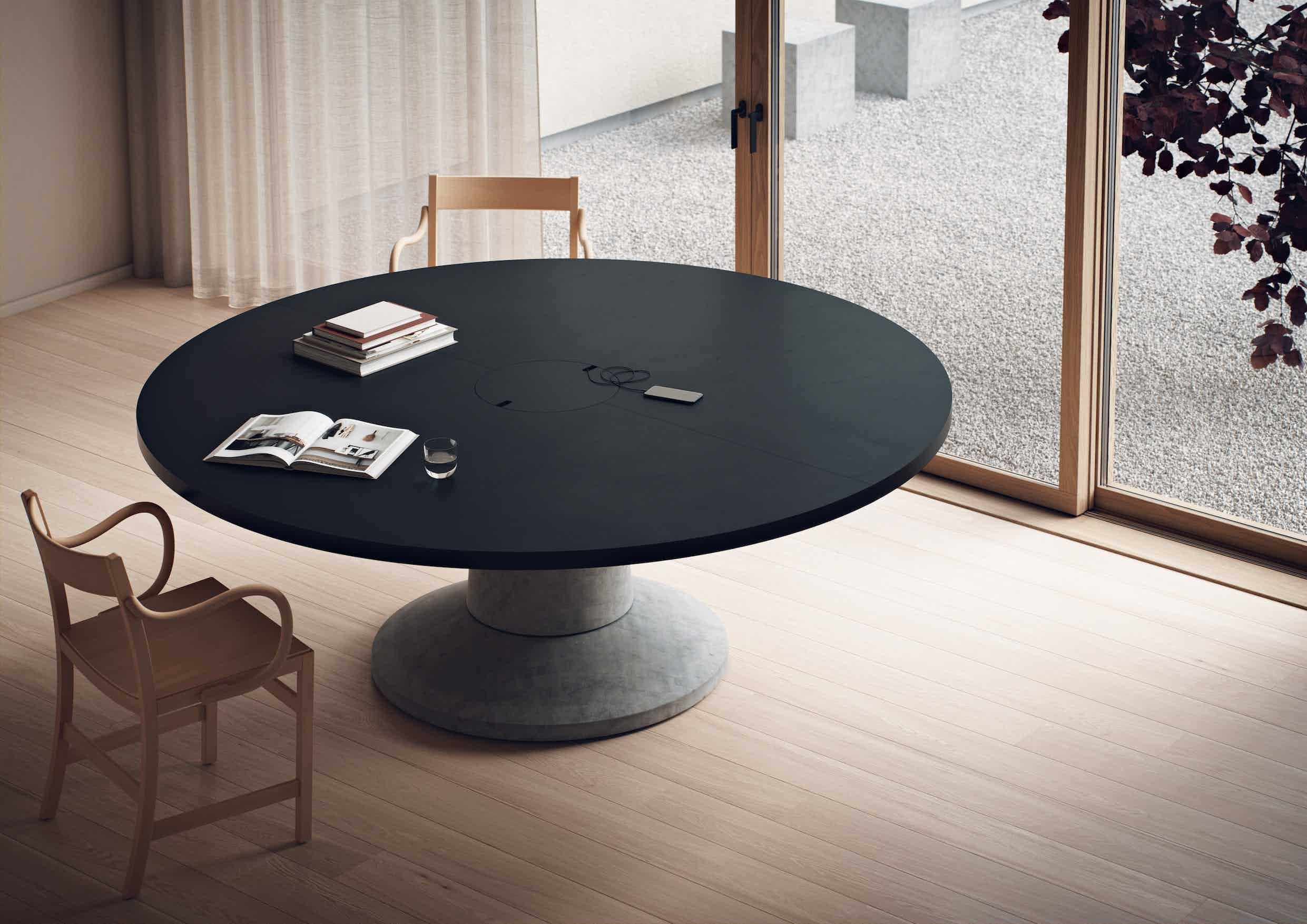 Massproductions colossus table round black insitu haute living