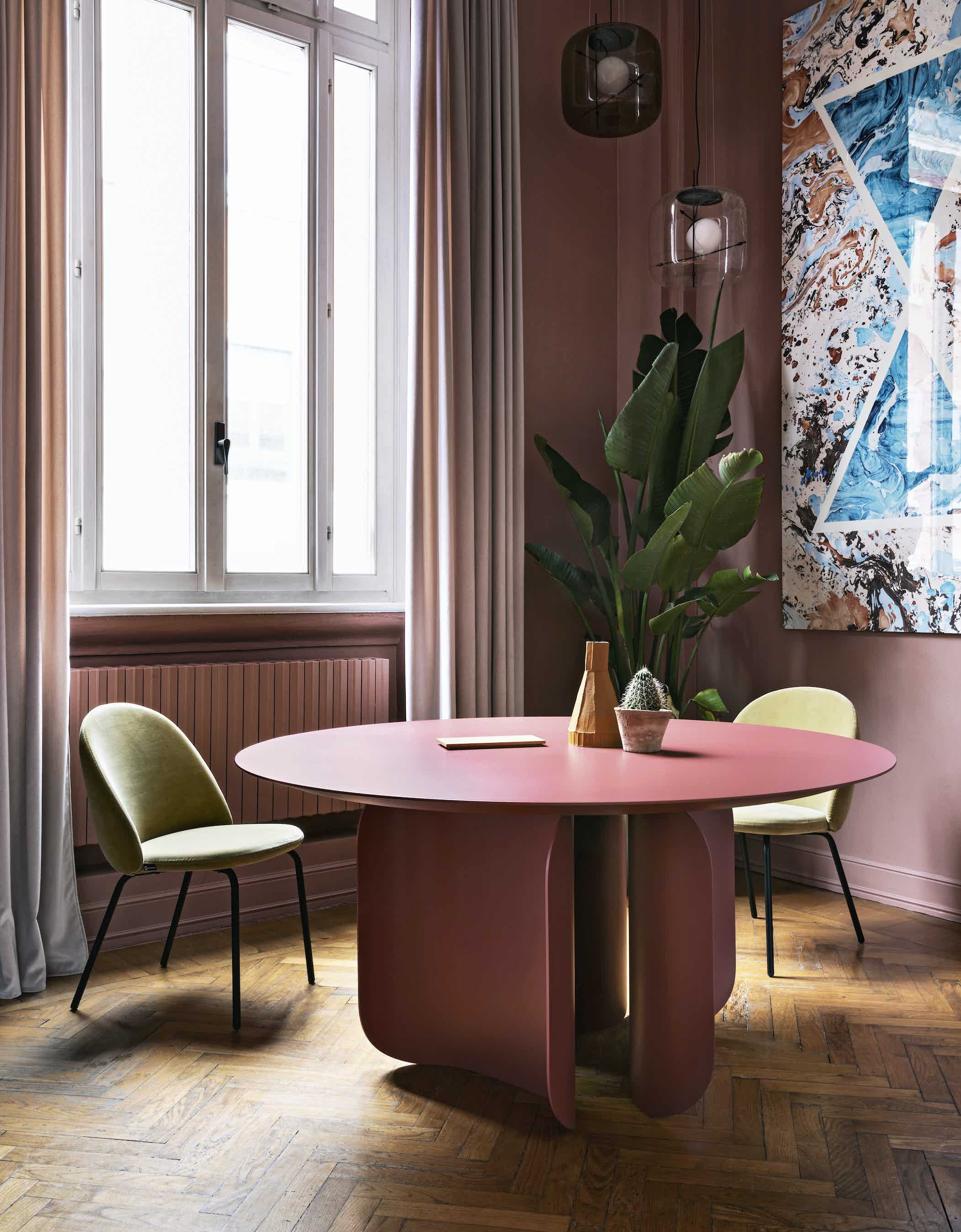 Miniforms barry table pink insitu haute living