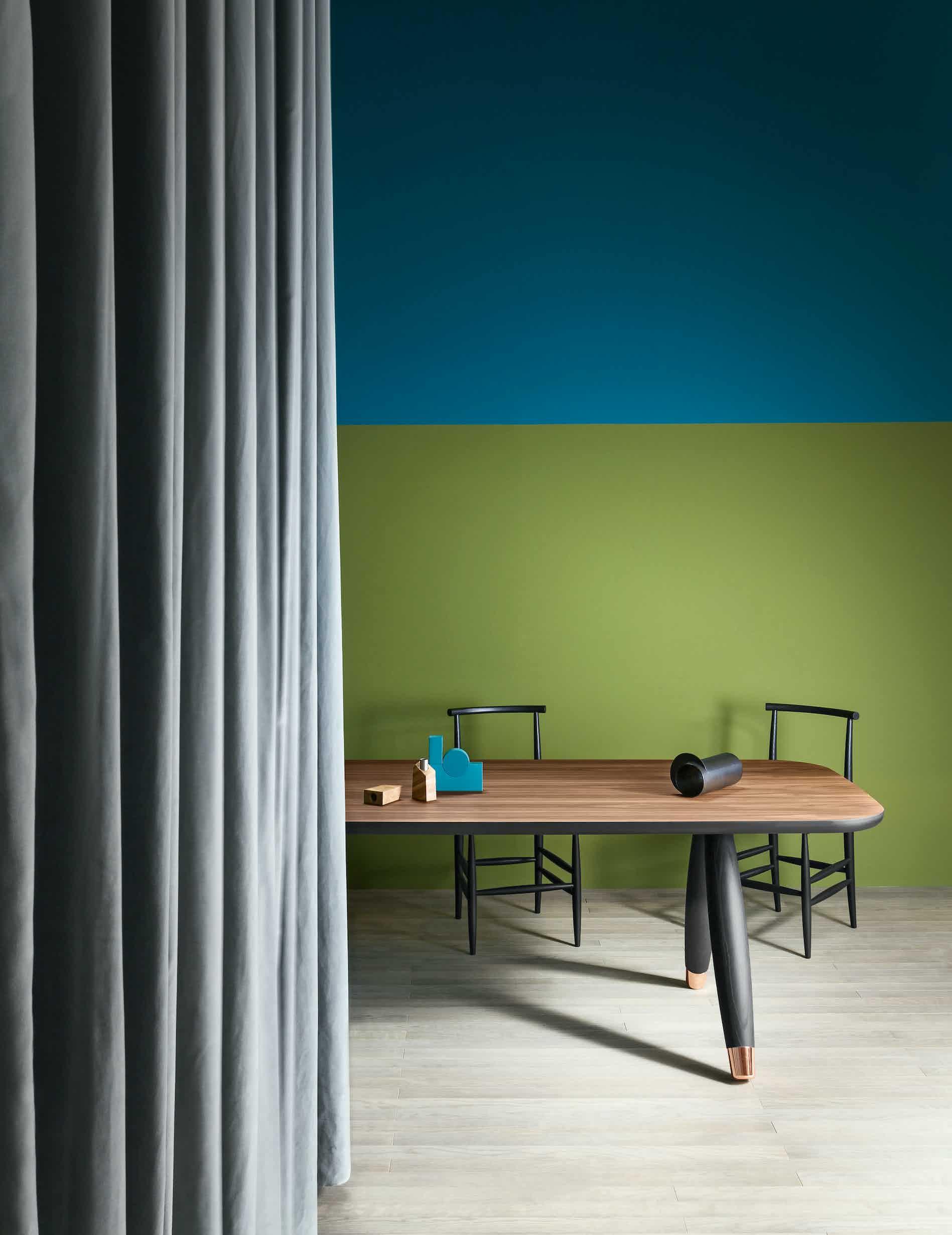 Miniforms basilio table black haute living