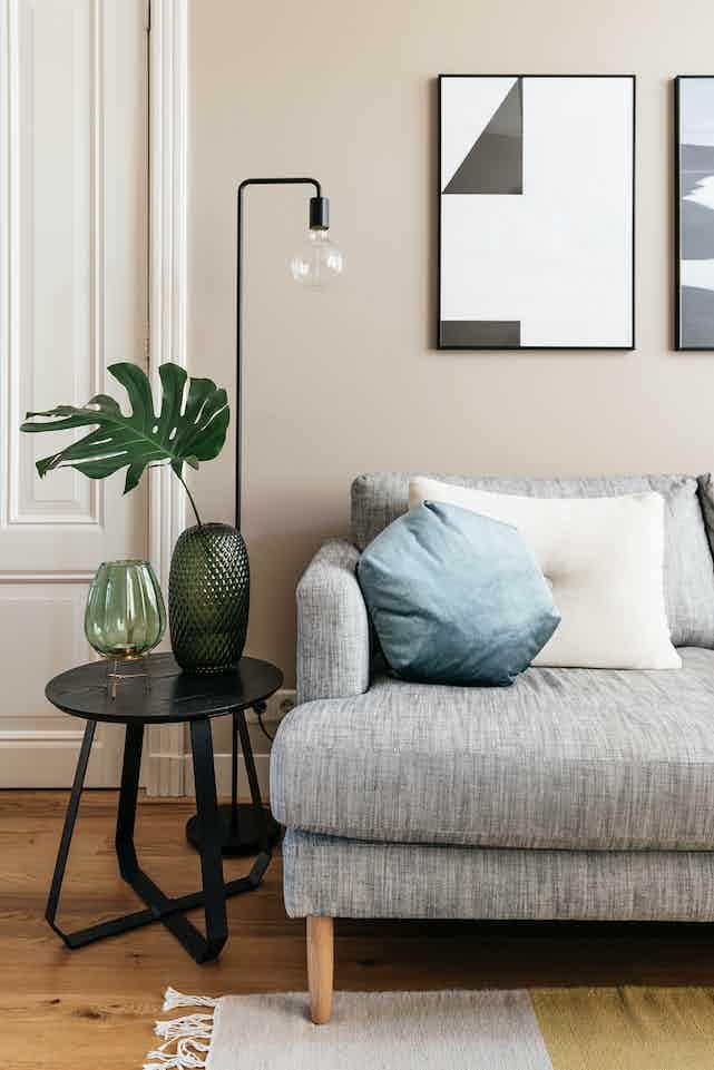 Puik design shunan table high black insitu haute living