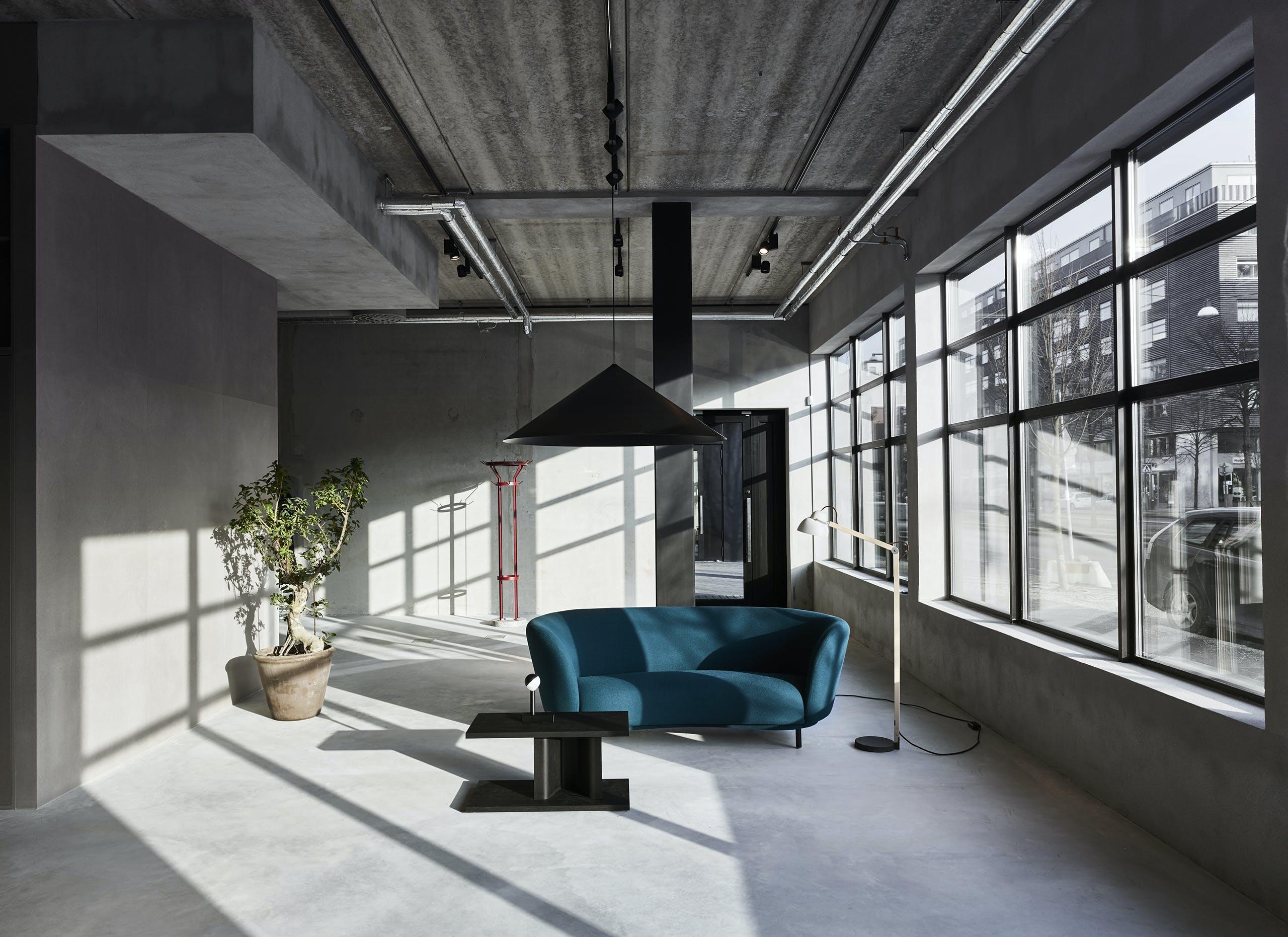 Massproductions Showroom 195 1
