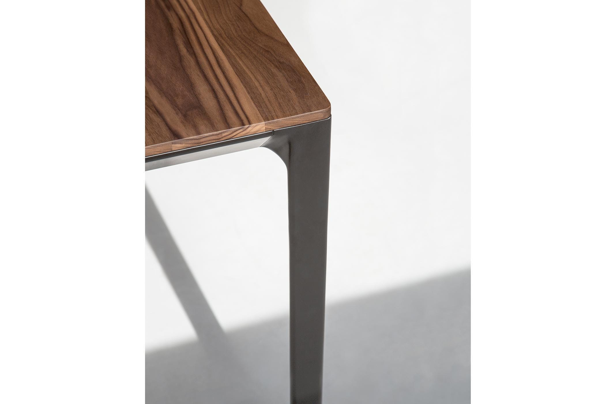 Bensen Able Table Detail