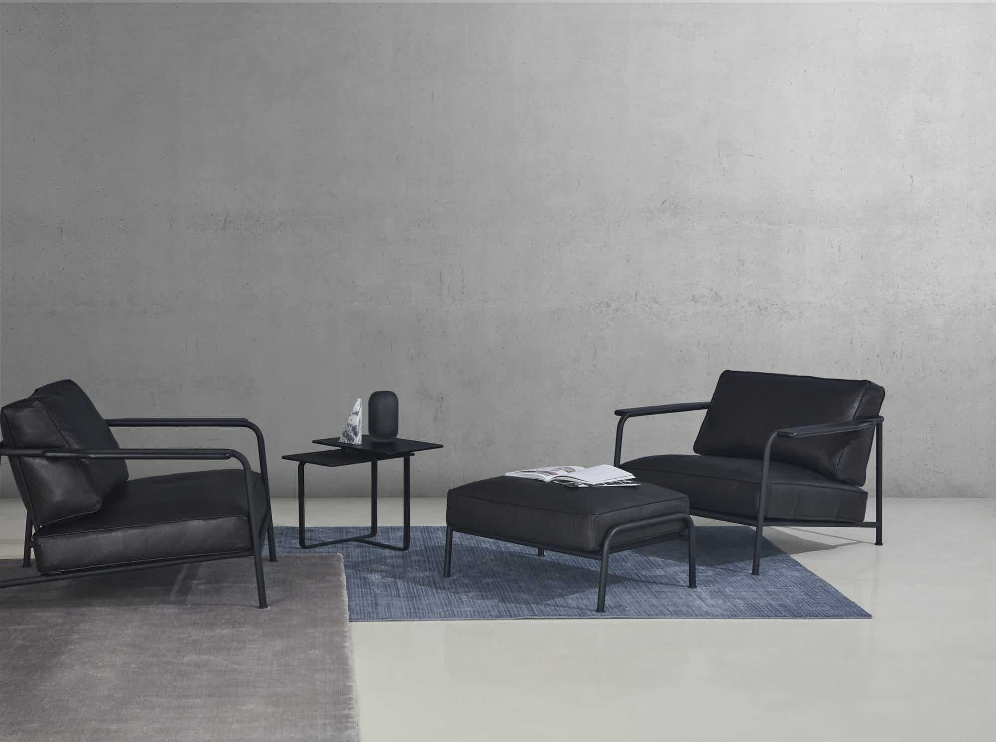 Wendelbo-aero-chair-insitu-black-haute-living