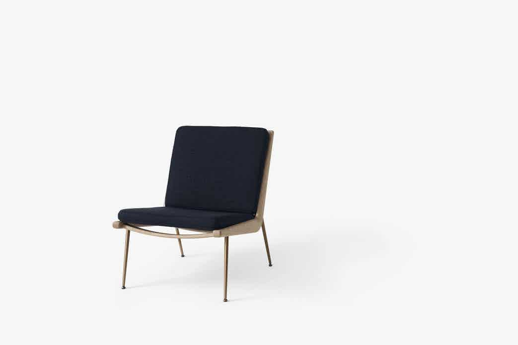 Andtradition boomerang lounge chair hm1 marine haute living