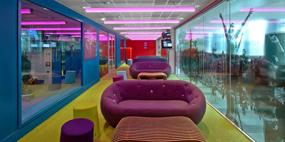 Capsule-sofa-deadgood-lobby-haute-living