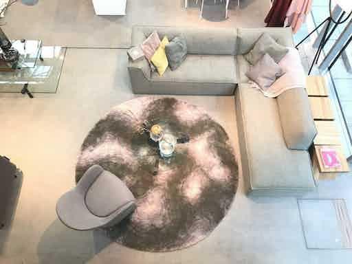 Carpet sign round contour insitu haute living