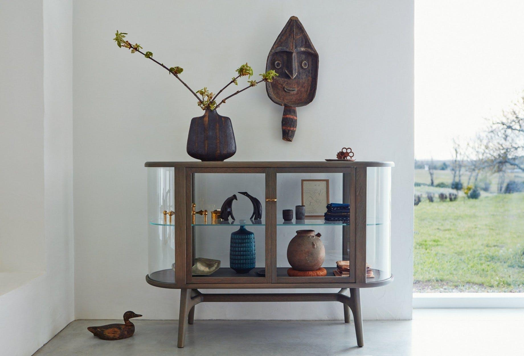 De-la-espada-neri-hu-solo-vitrine-sideboard-insitu-haute-living