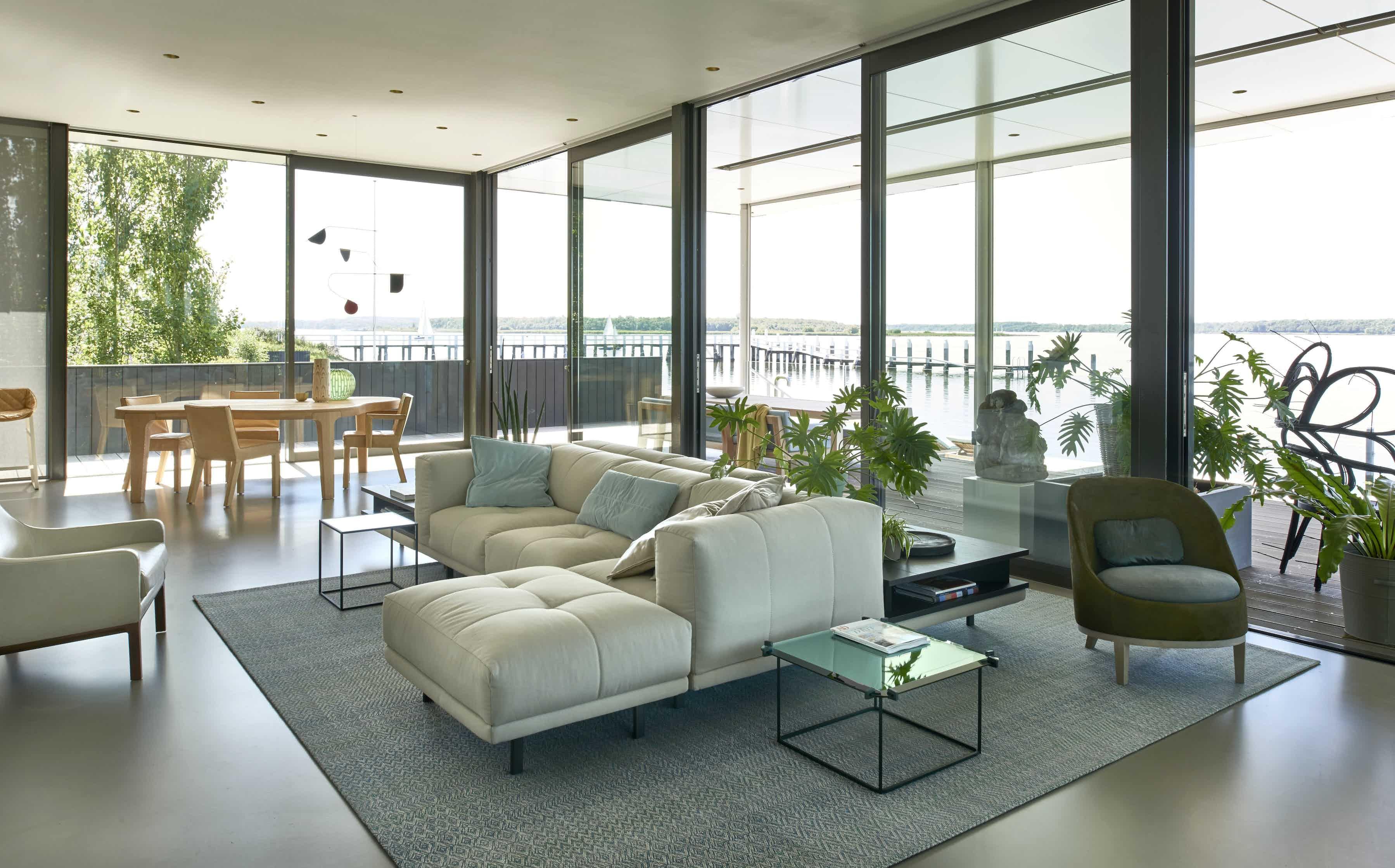 Linteloo-desire-armchair-institu-haute-living