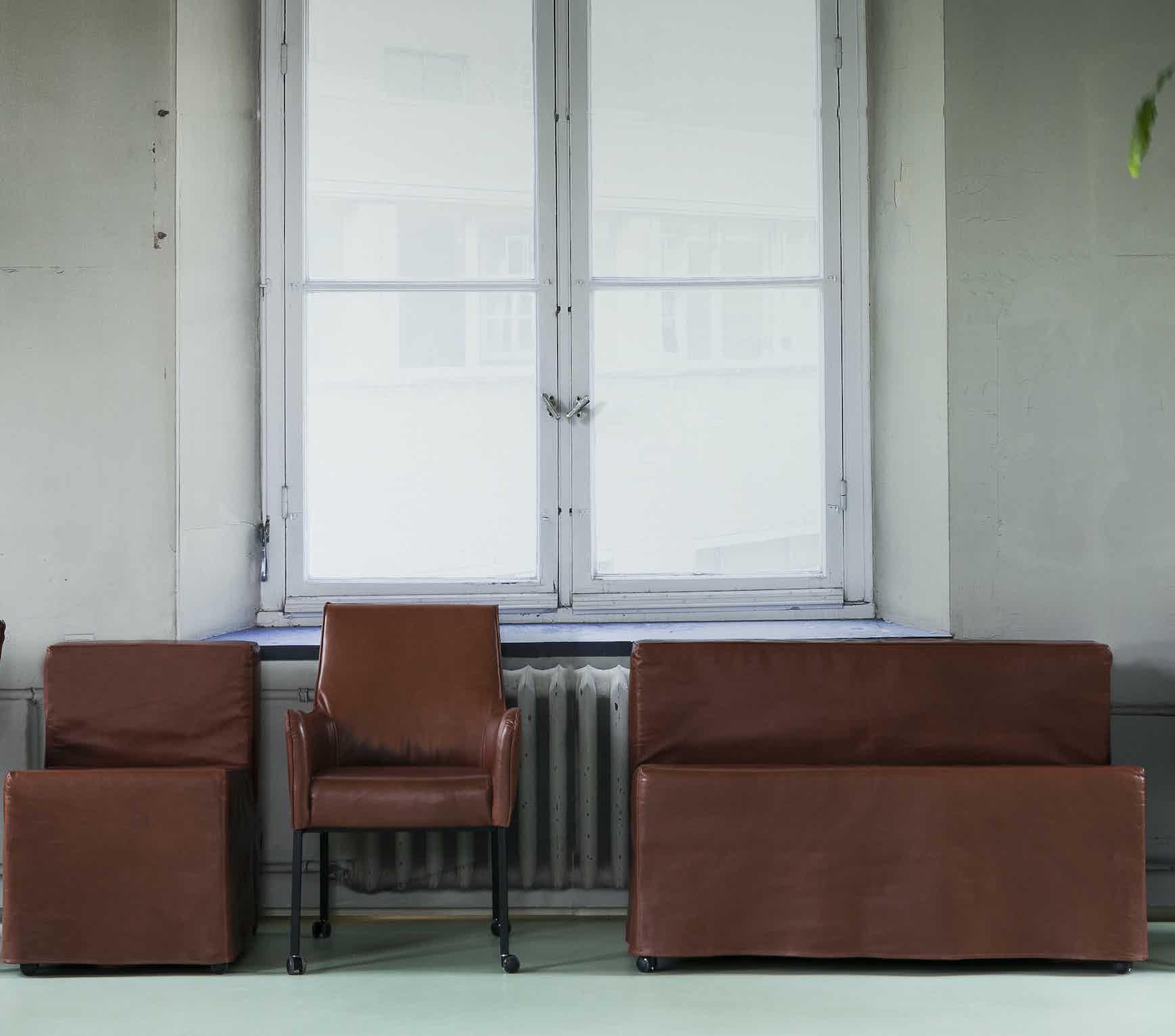 Linteloo-front-dwi-chair-institu-haute-living