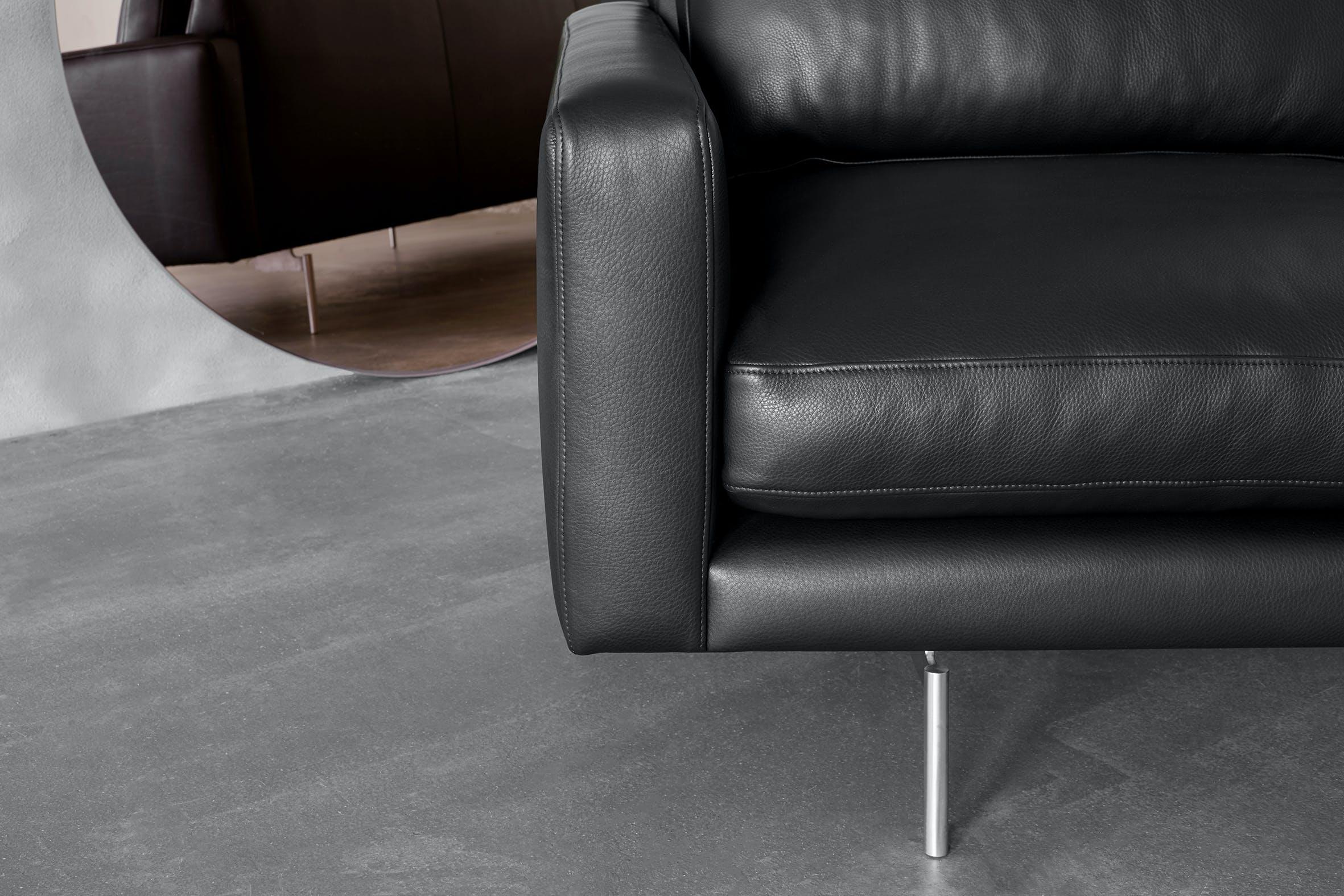 Edge V1 Leather Detail