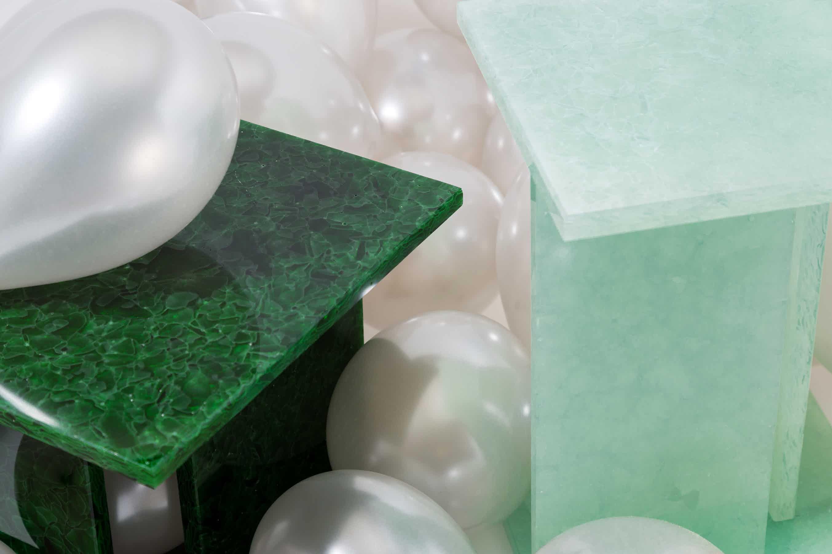 Pulpo-font-table-green-close-haute-living