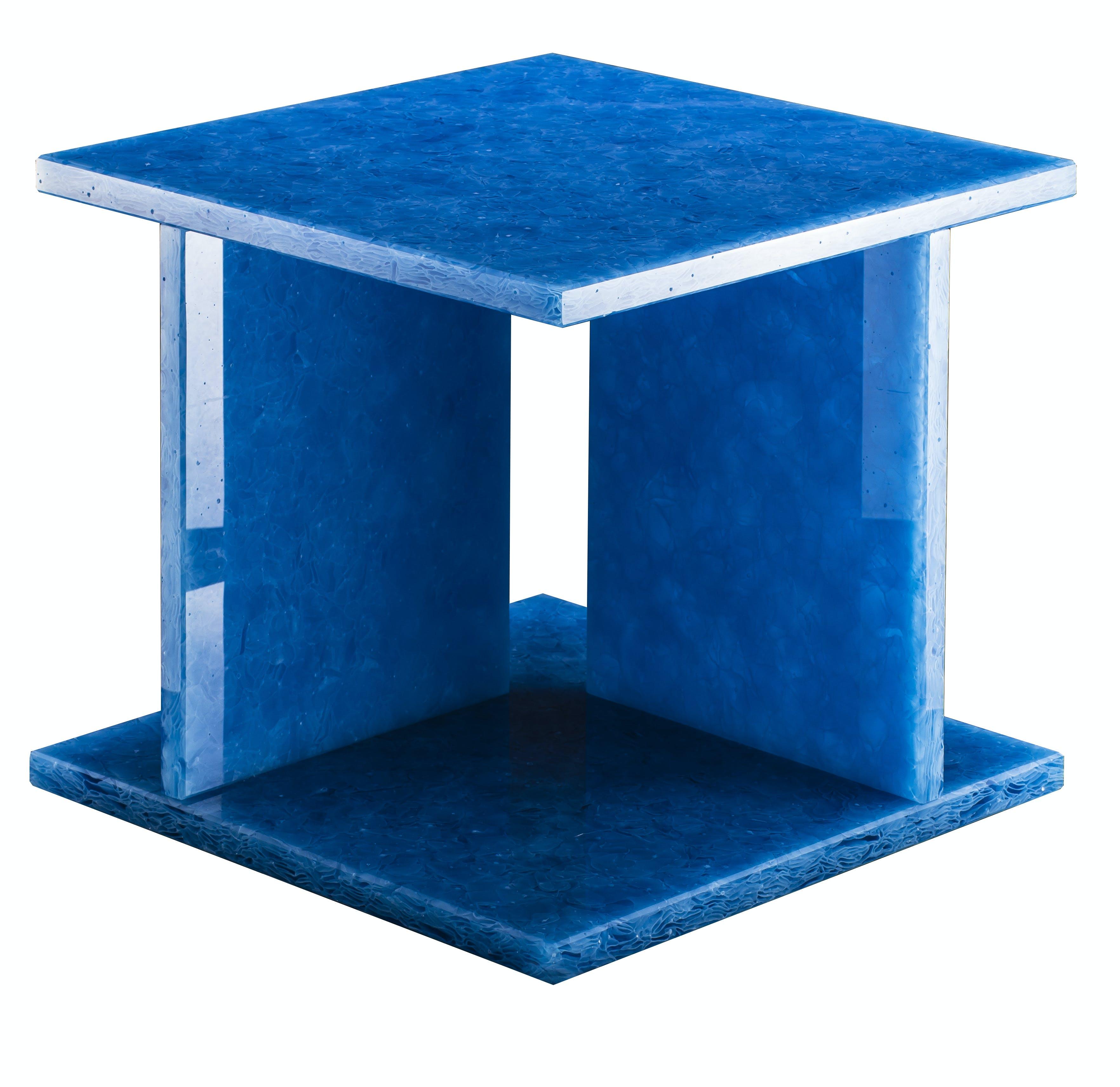 Pulpo-font-table-low-blue-haute-living