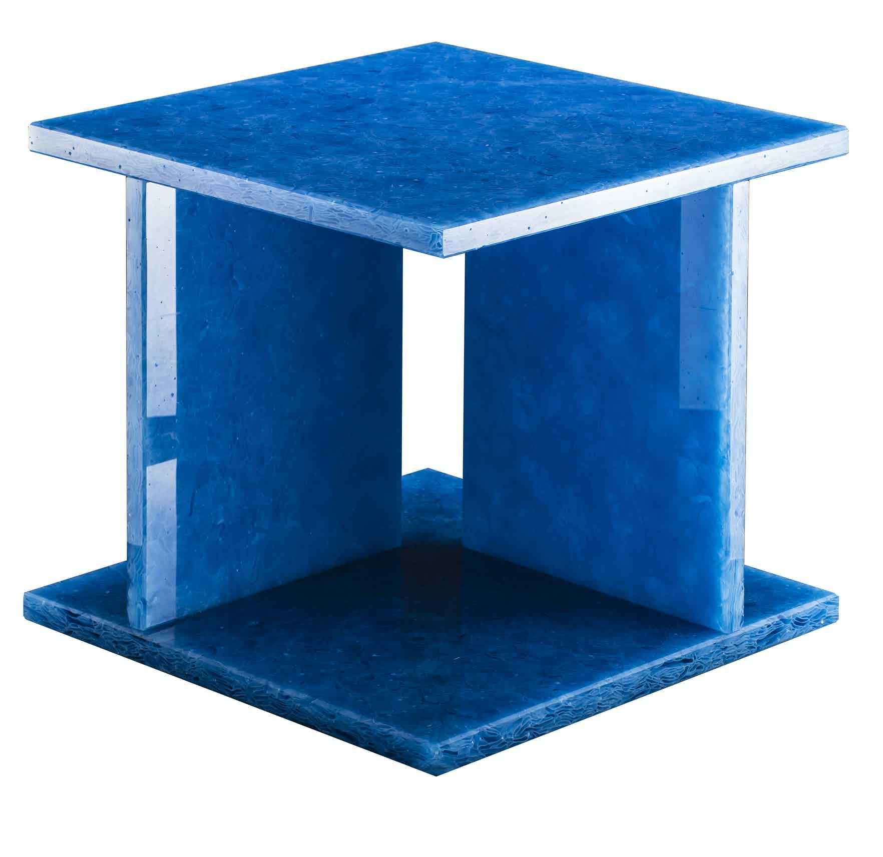 Pulpo-font-table-low-blue-haute-living