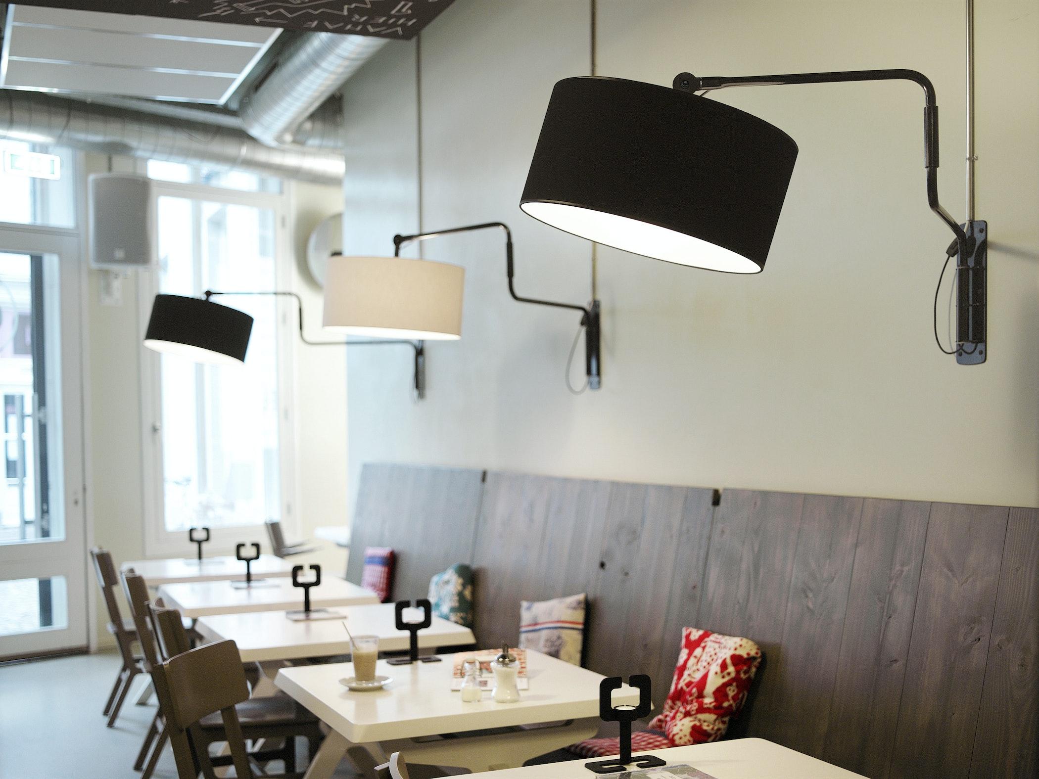 Swivel Wall Black White Café 4