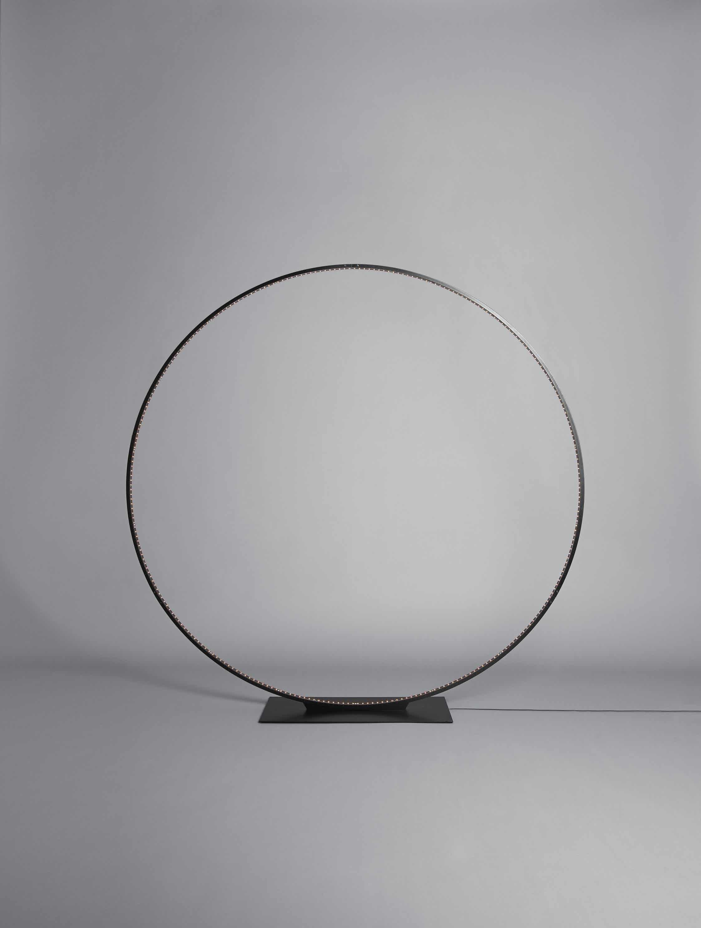 Le-deun-luminaires-giga-floor-lamp-black-front-haute-living