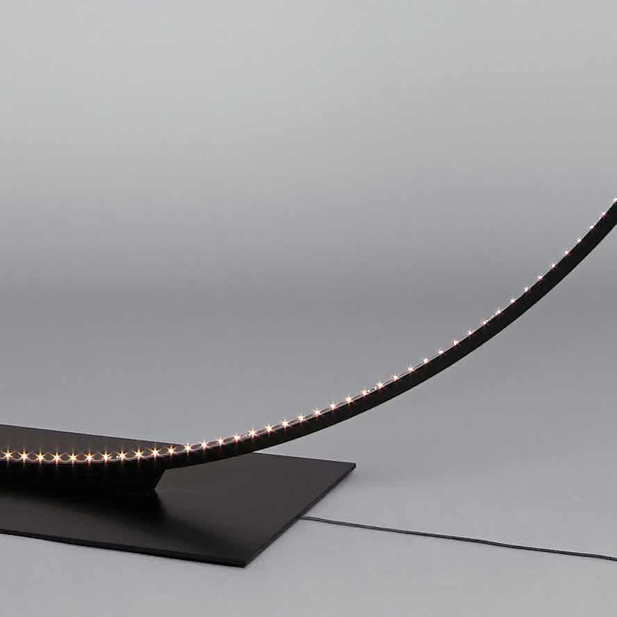 Le-deun-luminaires-giga-floor-lamp-detail-haute-living