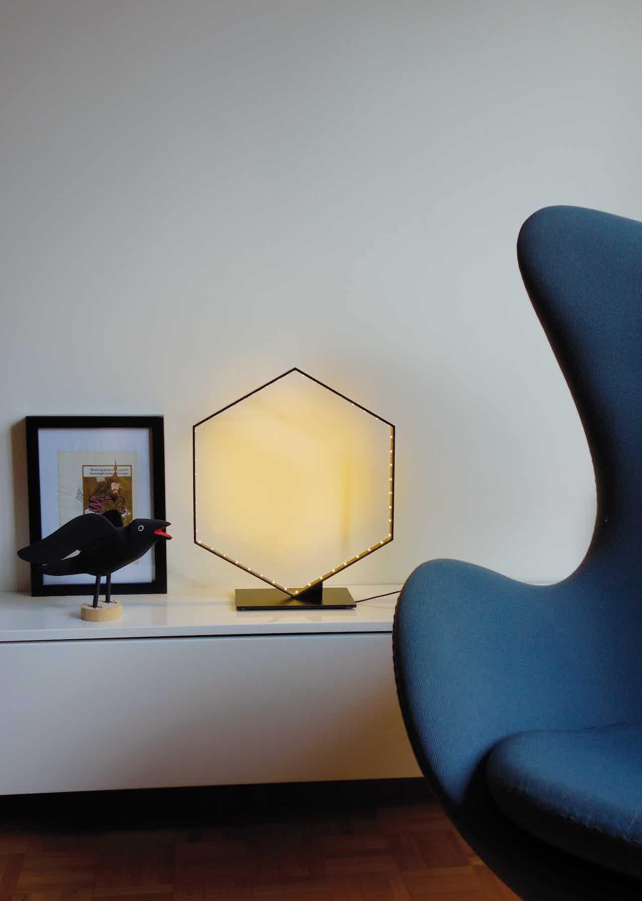 Le-deun-luminaires-hexa-table-lamp-chair-haute-living