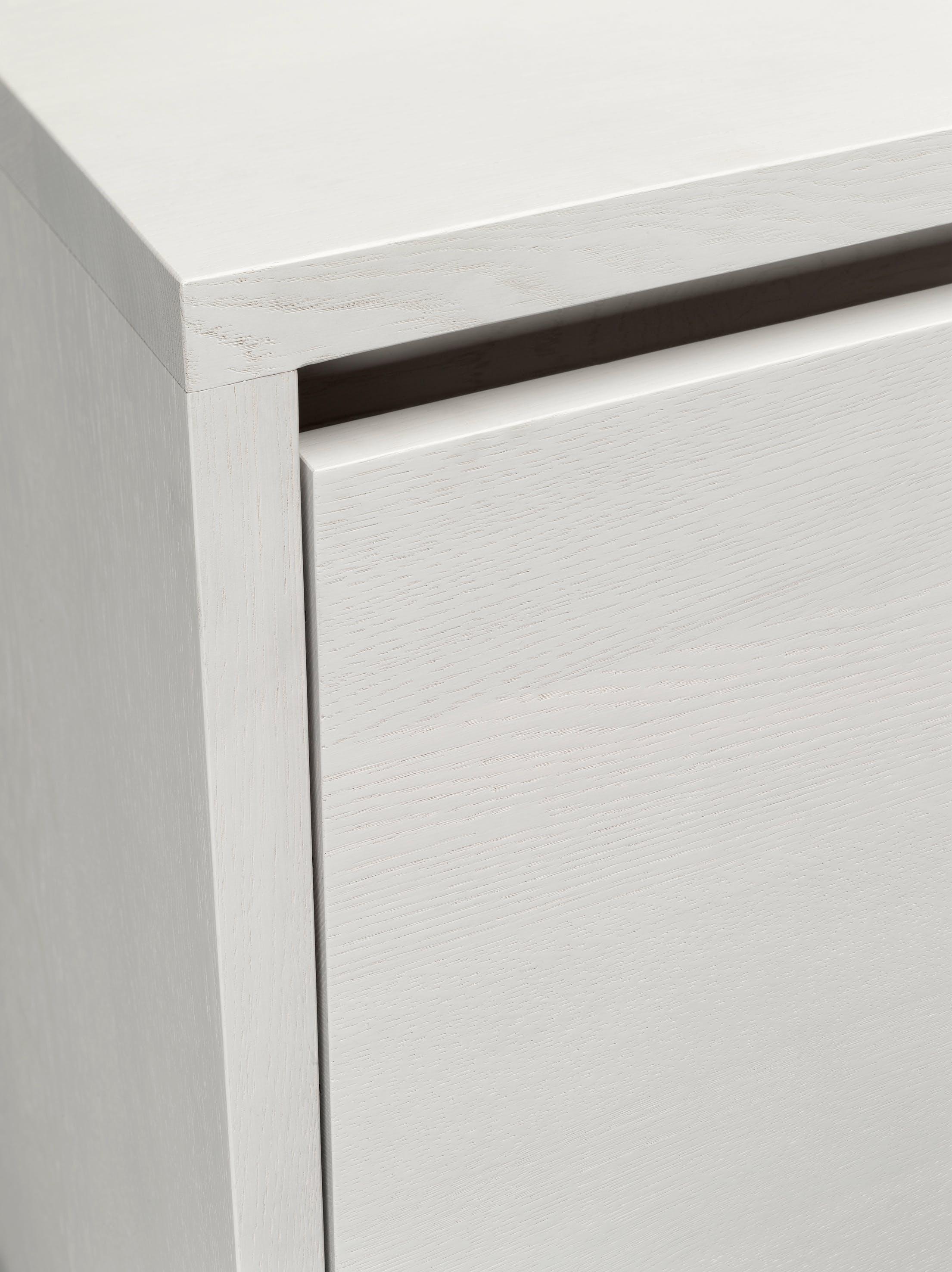 E15-furniture-white-detail-hirado-haute-living