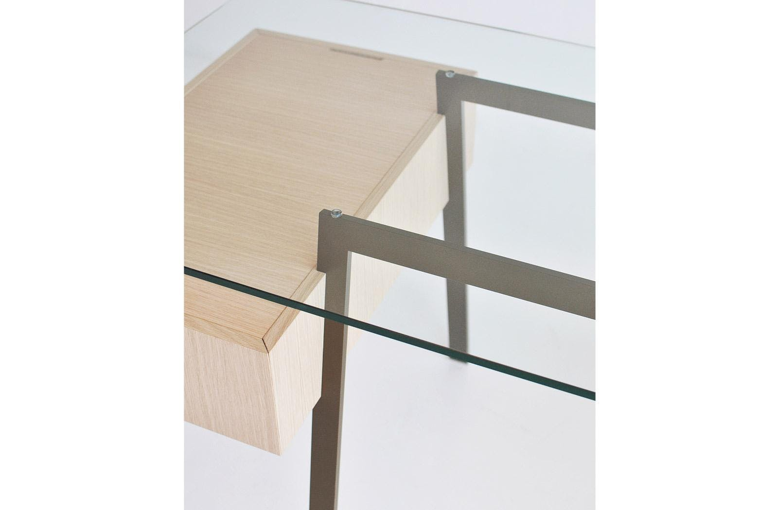 Bensen Clear Top Homework Desk Detail