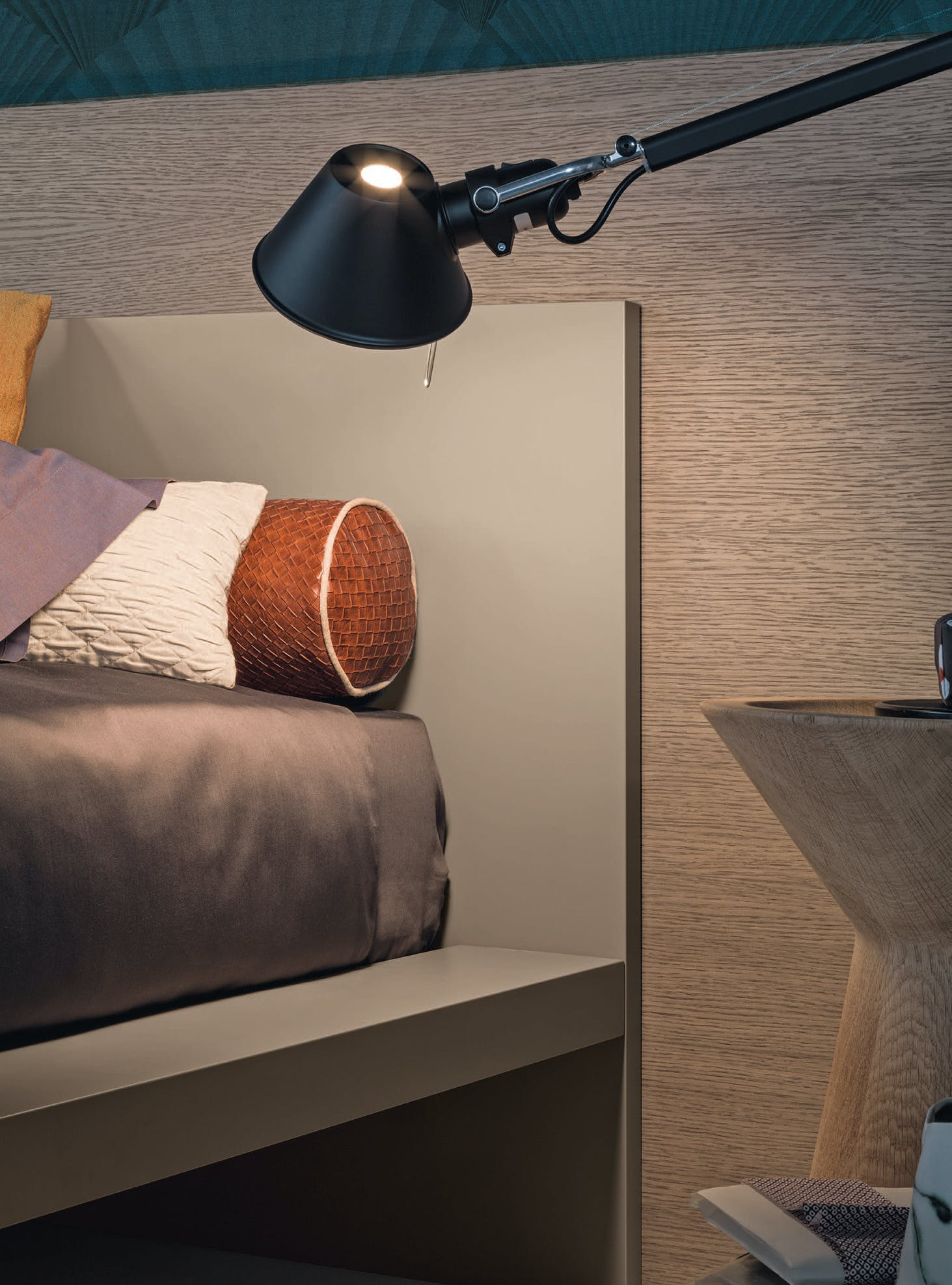Giellesse Hug Bed Light Haute Living