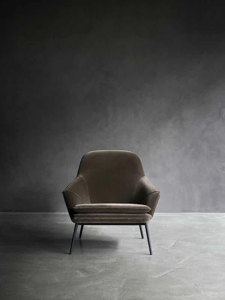 Wendelbo-front-hug-chair-institu-haute-living