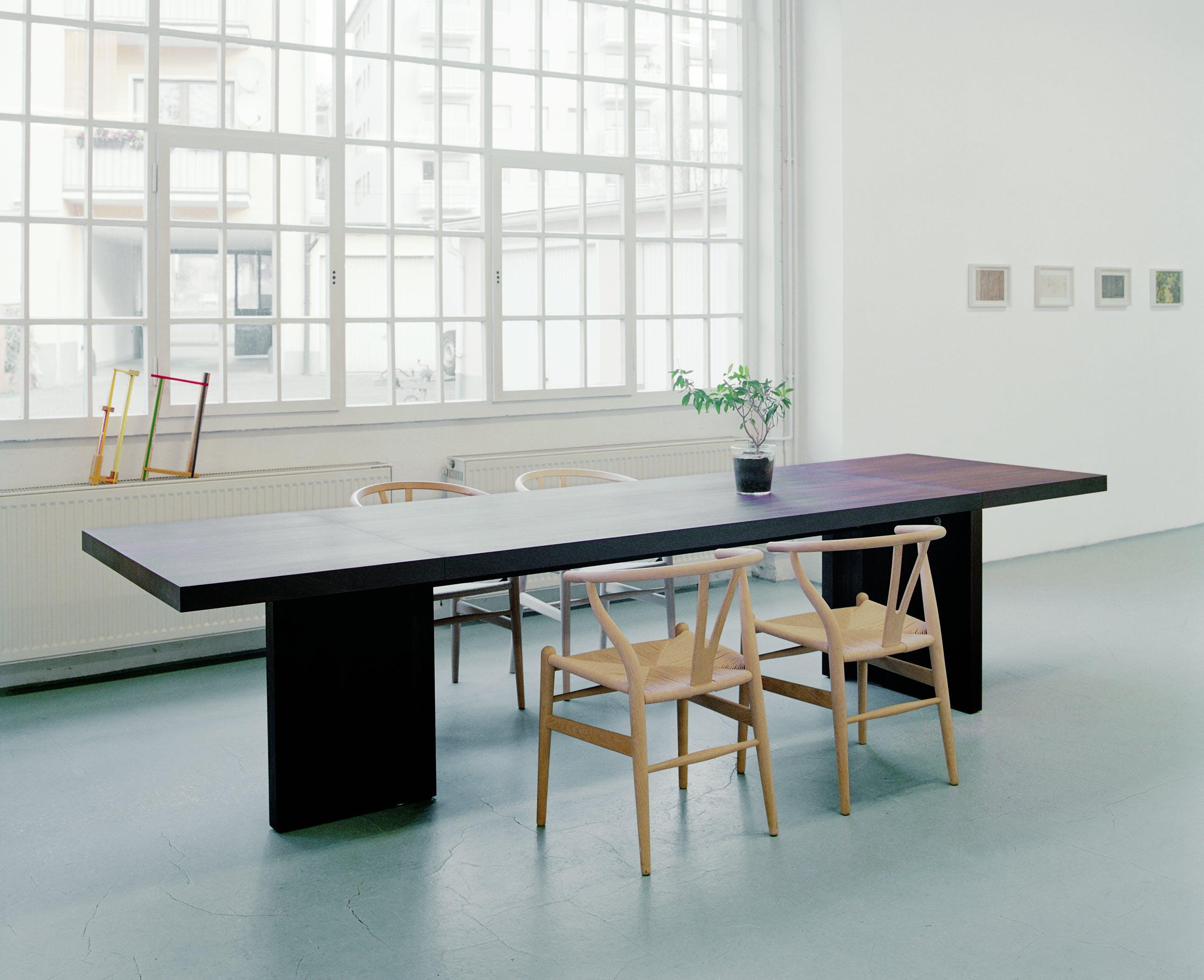 E15-furniture-isaac-table-black-angle-haute-living