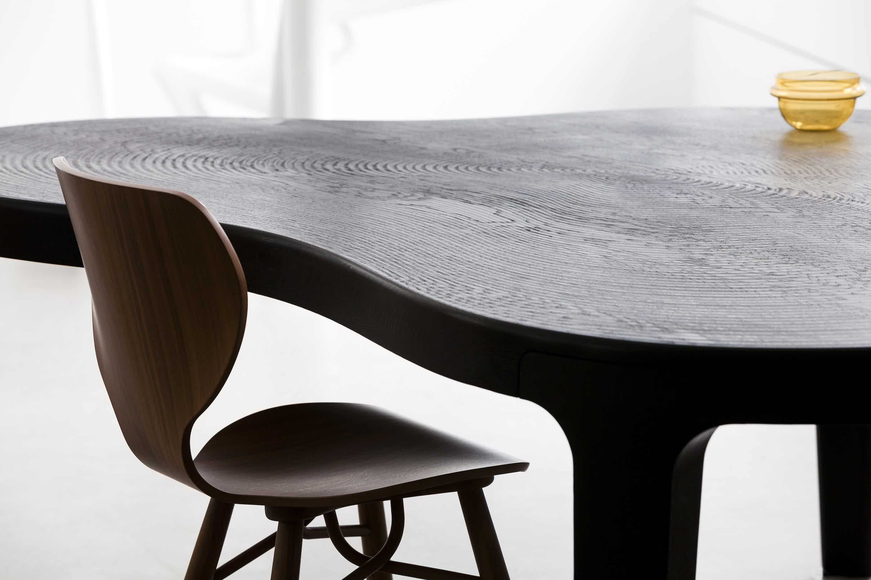Linteloo-detail-isola-table-institu-haute-living