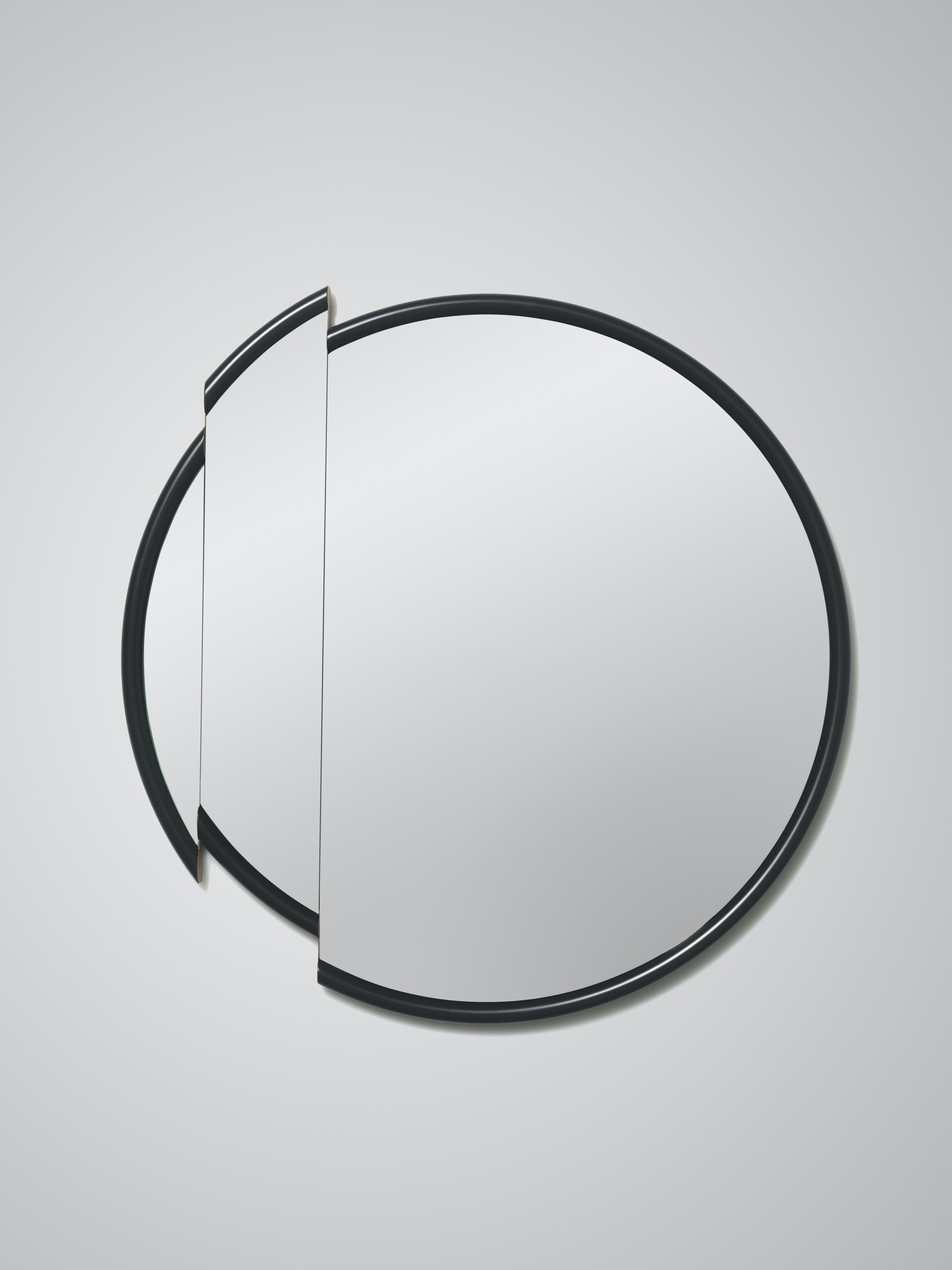 Split Mirror Round White Background 01