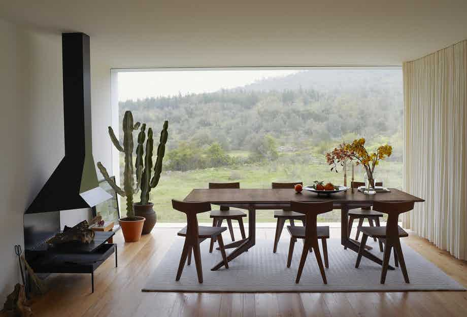De La Espada Matthew Hilton Light Extending Table Walnut Insitu 5 Haute Living