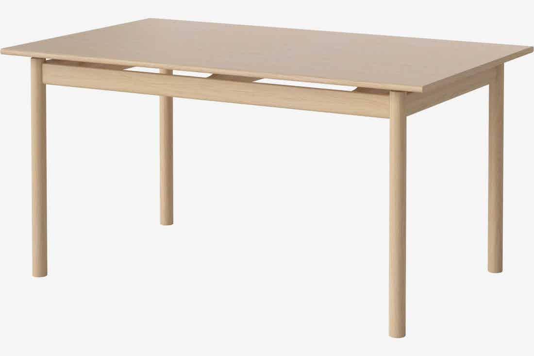 Bolia loyal dining table angle haute living