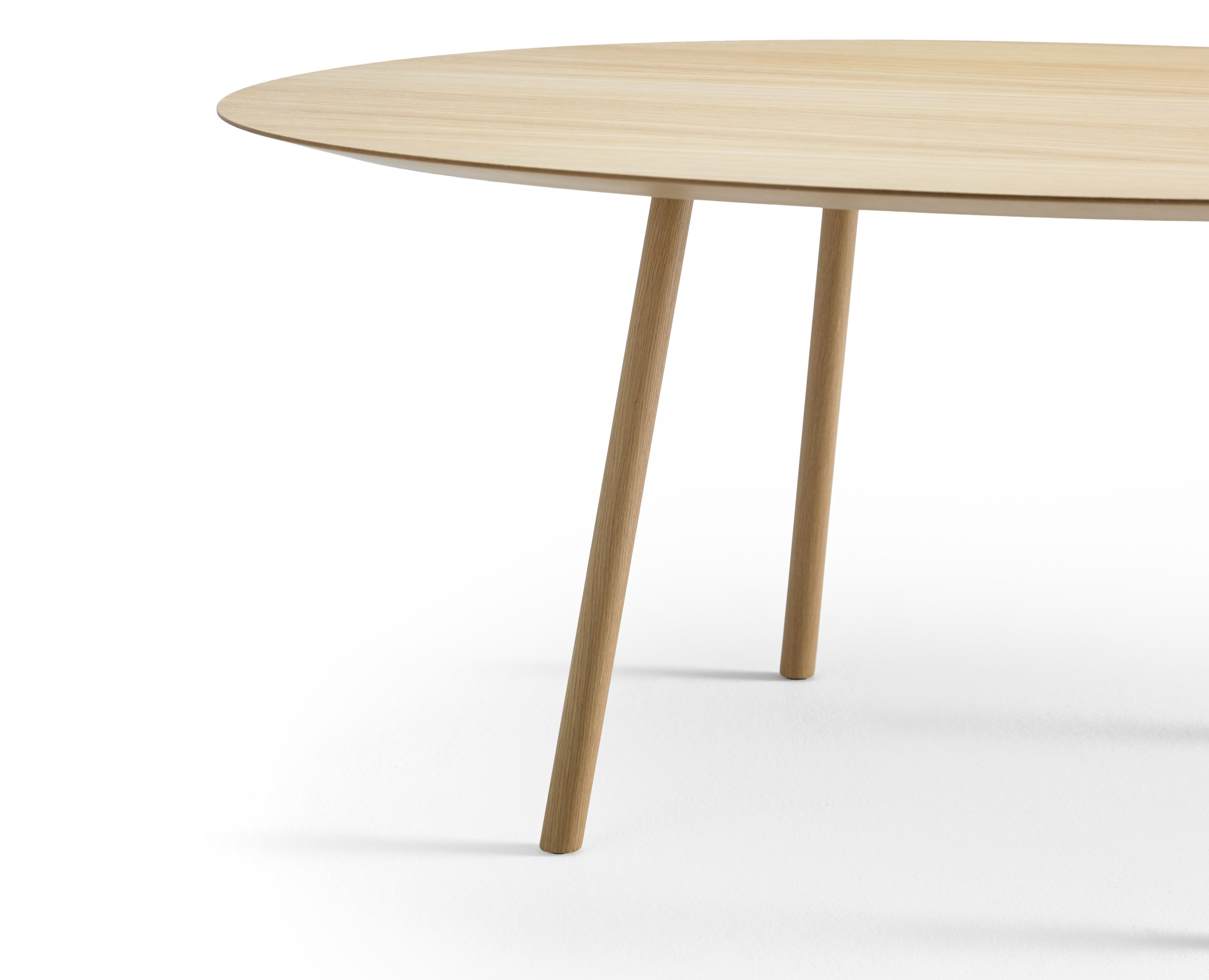 Viccarbe-round-detail-maarten-table-haute-living