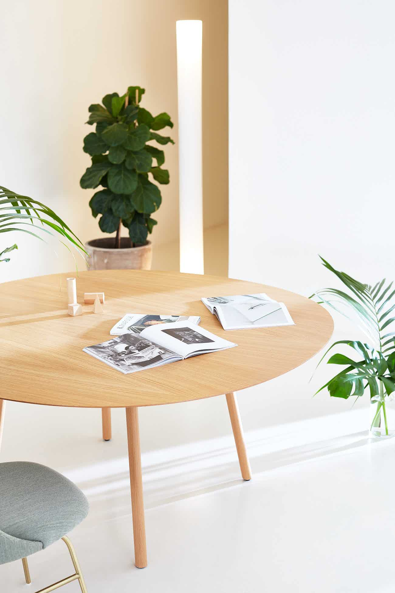 Viccarbe-round-maarten-table-institu-haute-living