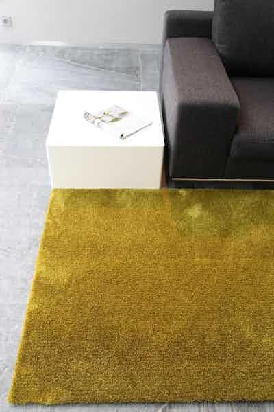 Carpet-sign-metropolis-uni-gold-insitu-detail-haute-living