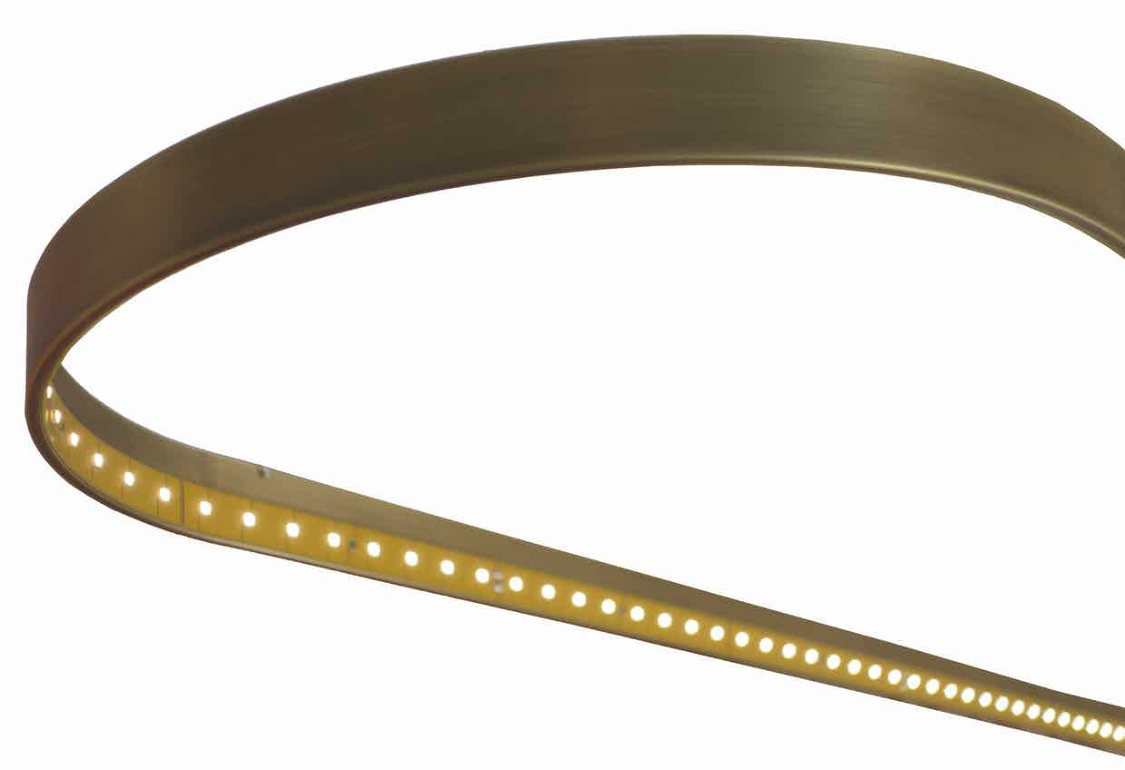 Le-deun-luminaires-oval-100-hanging-lamp-gold-detail-haute-living