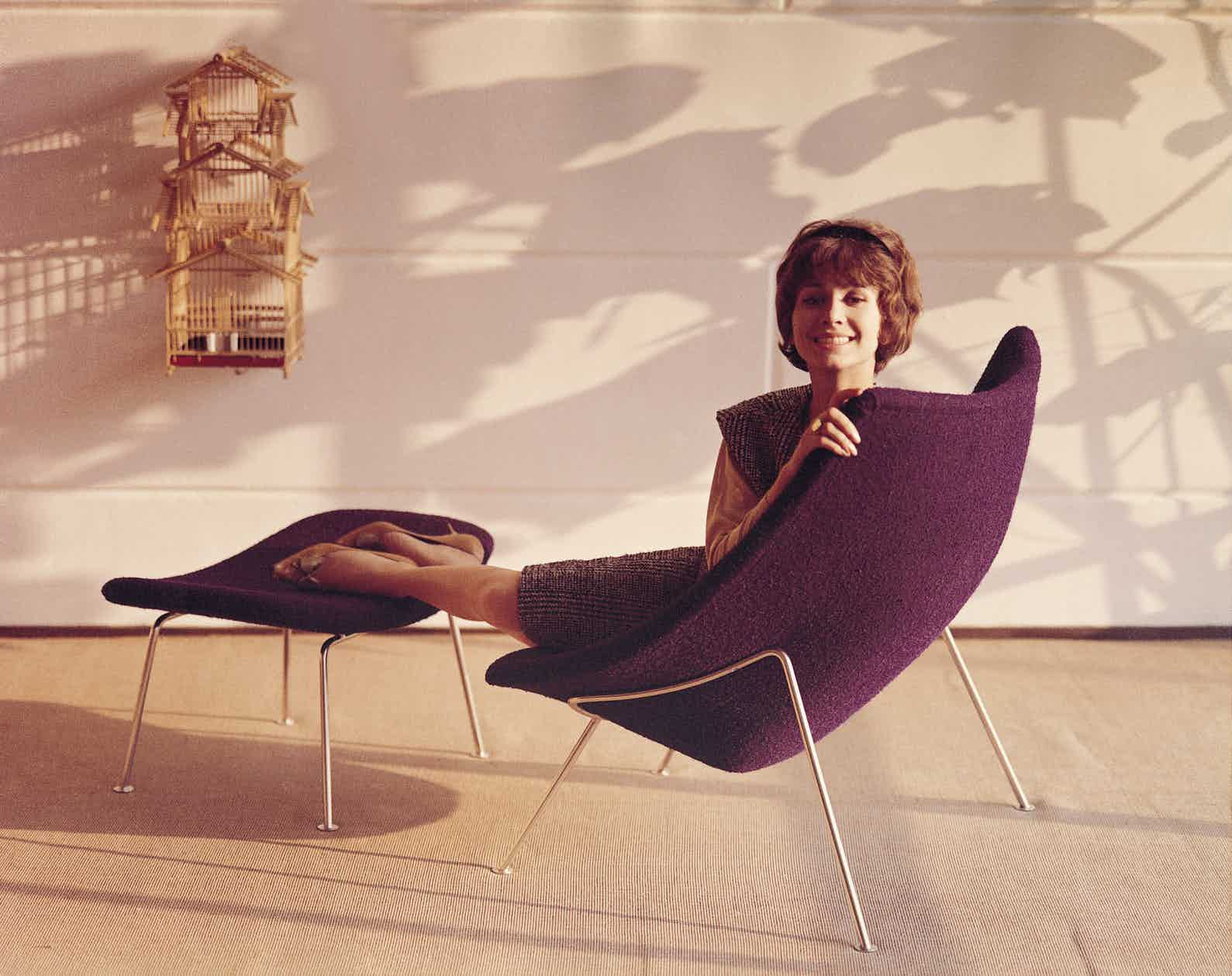 Artifort Oyster Chair Scene