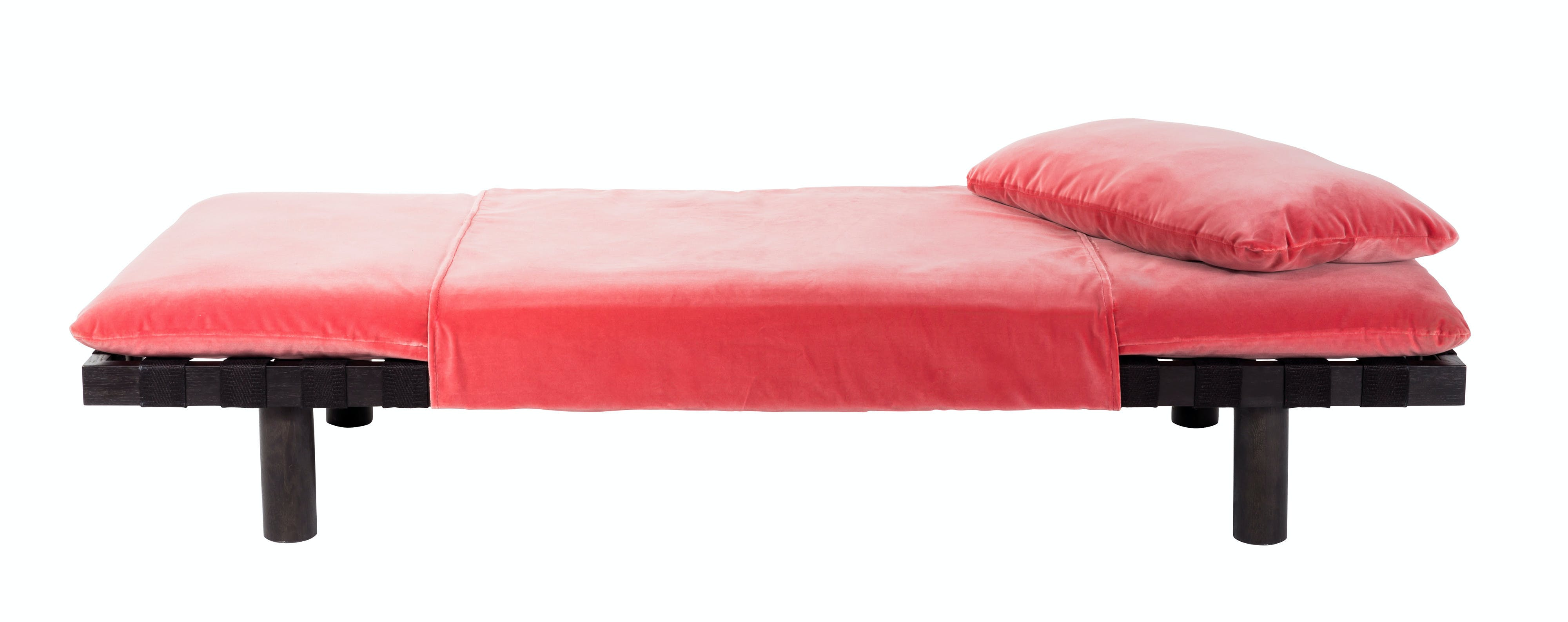 Pulpo-pallet-daybed-red-haute-living