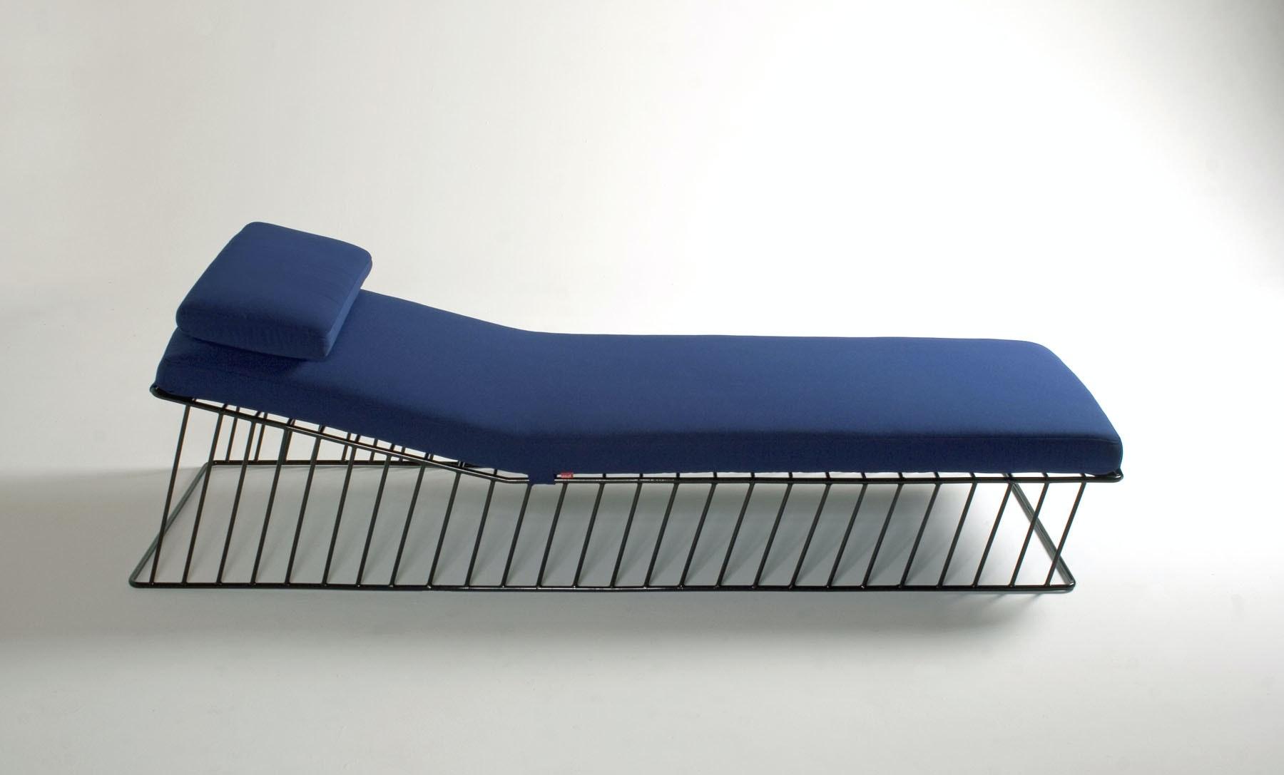 Italic Chaise Profile