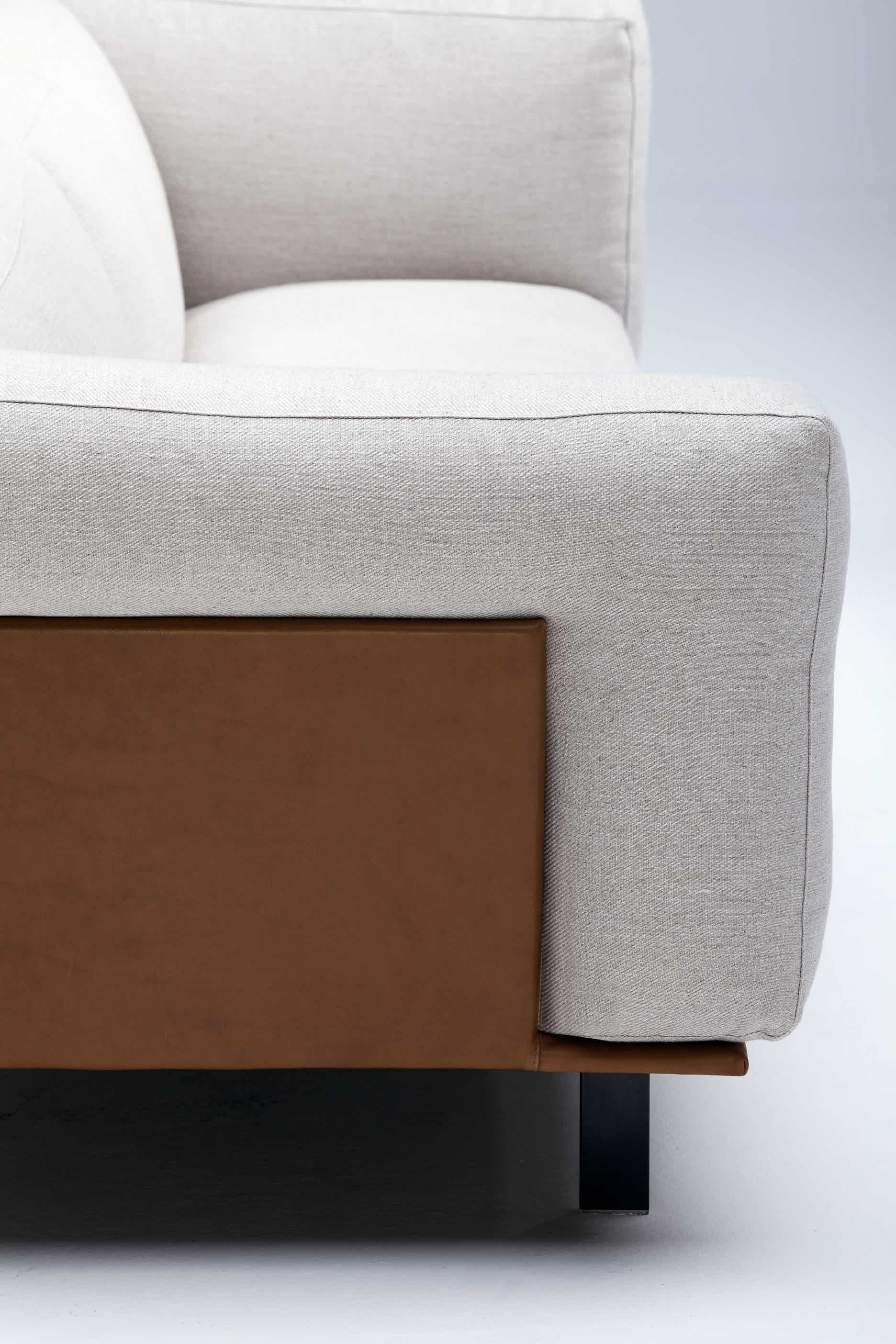 Linteloo-side-recess-sofa-institu-haute-living