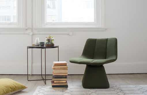 Resident volley swivel chair