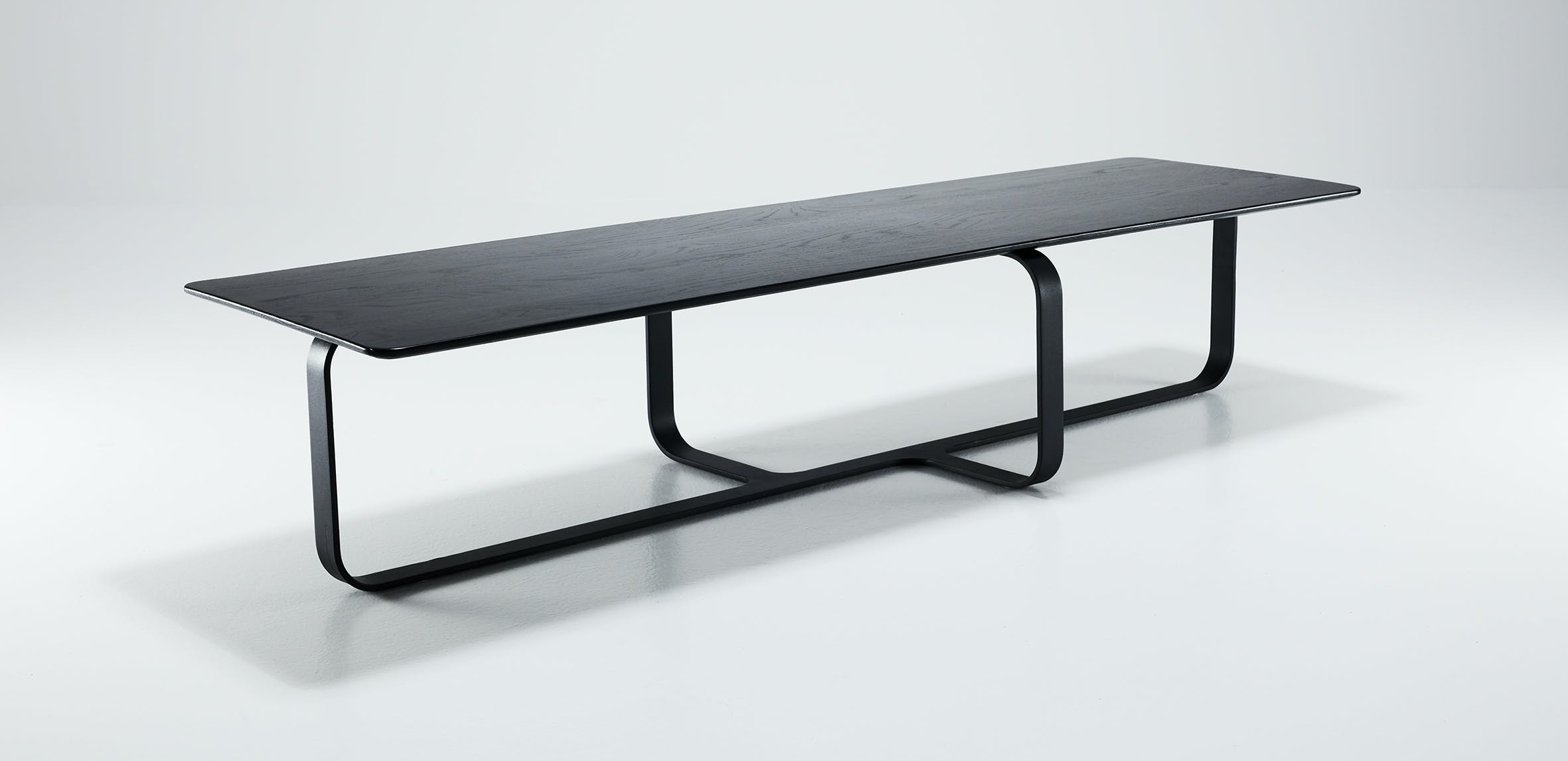 Wendelbo-long-root-table-haute-living
