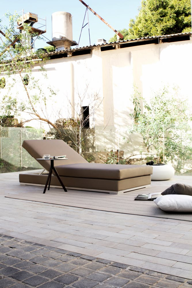 Slim Chaise Lounge 2