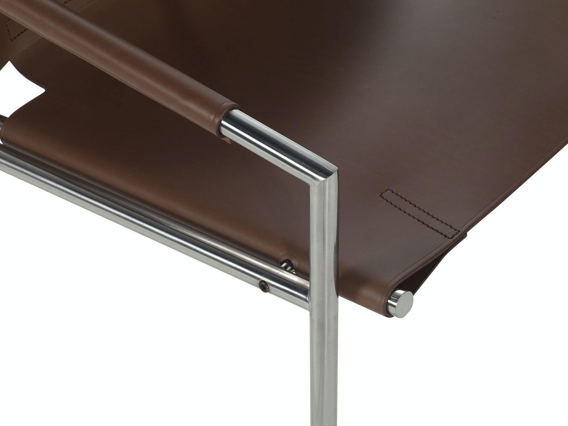 9 Sz 02 Mid Brown Detail Armseat