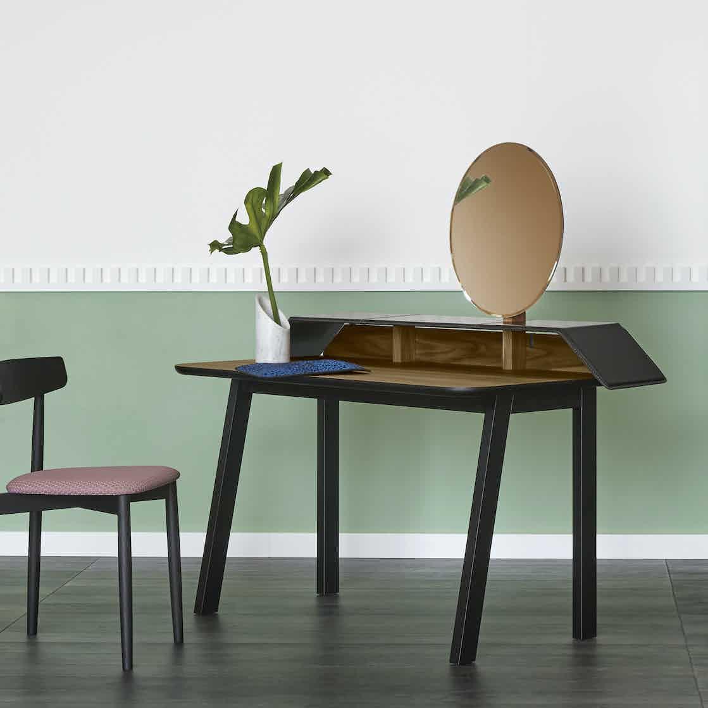 Miniforms Tolda Desk Insitu Haute Living 190110 173905