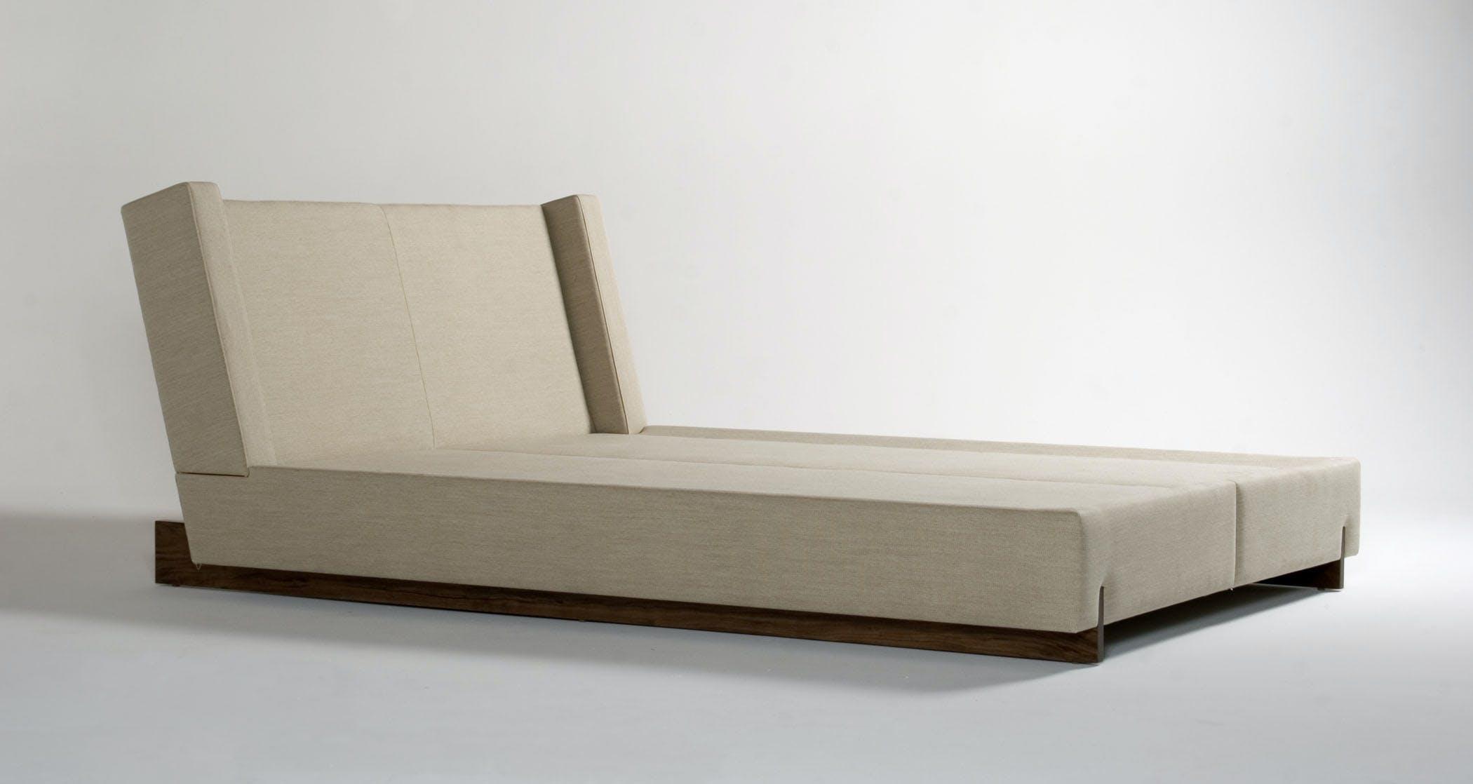 Trax Bed Front 34 Medium