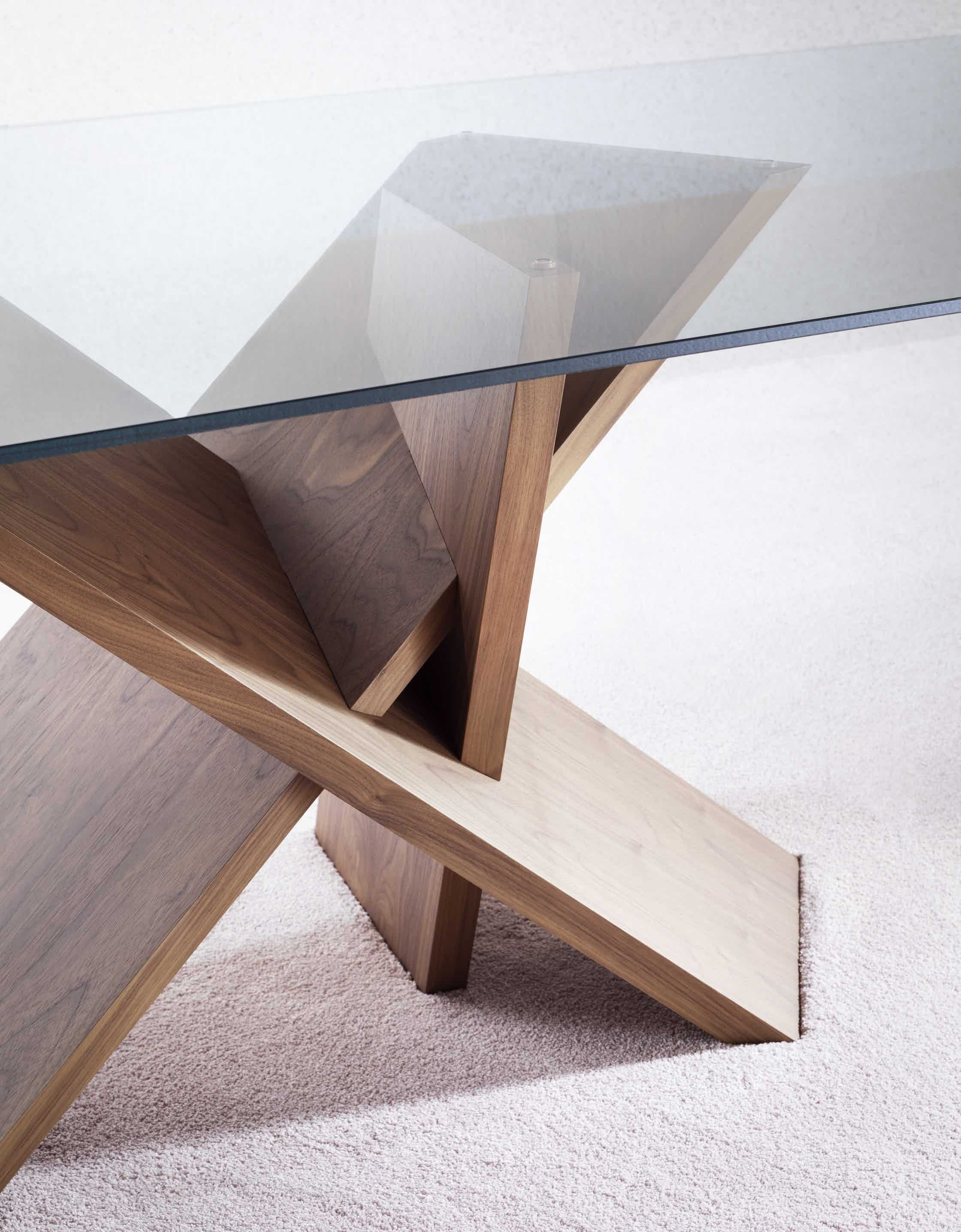 Miniforms Tripode Table Detail Haute Living